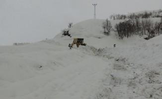 Kar ve tipiden kapanan köy yolları ulaşıma açılıyor