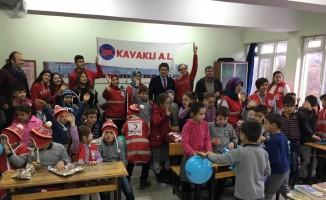 Kavaklı Anadolu Lisesi'nden 'Bir Çocuk Gülerse Dünya Güler' projesi