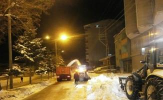 Kaymakam Özkan, kar temizleme çalışmalarını inceledi