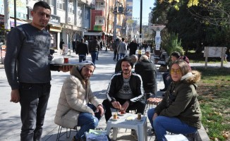 Kızıltepe'de 60 günlük yağışlardan sonra bahardan kalma günler yaşanıyor