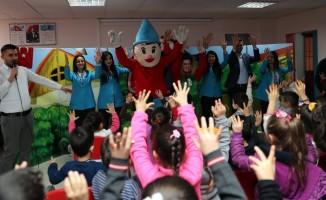 'Kuklalar dünyasından mutlu bir eğlence' öğrencilerle buluşuyor