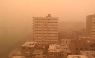 Kum fırtınası Kahire'yi vurdu