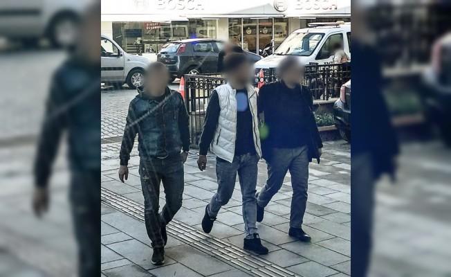 Kuşadası'nda 13 yıl hapisle aranan 2 zanlı yakalandı