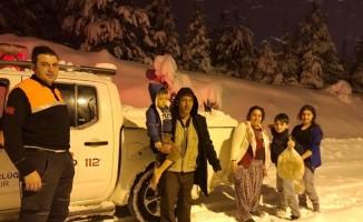 Kütahya'da karda mahsur kalan 6 kişi AFAD tarafından kurtarıldı
