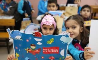 Mardin'de öğrencilerin karne mutluluğu