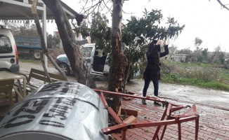 Mersin'de yağış ve fırtına hayatı felç etti
