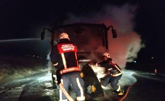 Midibüs alev topuna döndü, yolcular canını son anda kurtardı