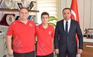 Milli sporcu Erdal, İl Müdürü Yıldız ile bir araya geldi