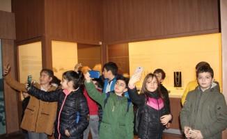 'Müzede Selfie Günü'nde renkli görüntüler