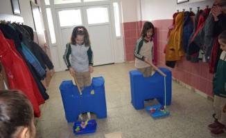 Öğrenciler oyuncaklarını köy okullarına gönderecek