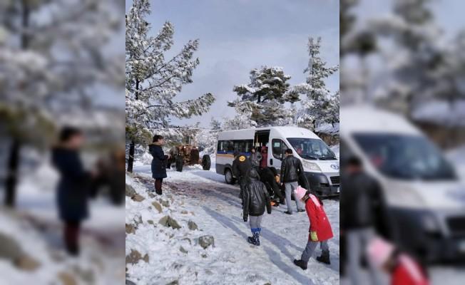 Öğrencilerin yardımına belediye ekipleri koştu