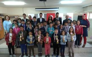 Okullar satranç turnuvasında yarıştı