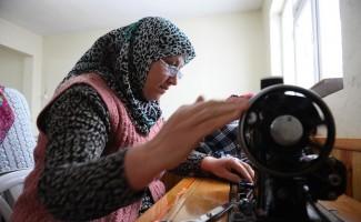 (Özel haber) Dağ yöresindeki kadınlar diktikleri kıyafetlerle geleneklerini yaşatıyor
