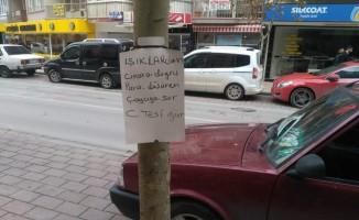 (Özel Haber) Yolda bulduğu paranın sahibini ağaca astığı ilanla arıyor