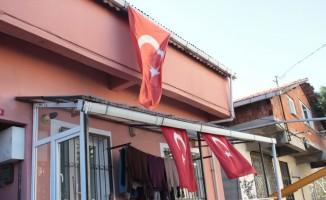 (Özel Haber) Zeytin Dalı Harekatı'nda şehit düşen Fatih Mehmethan'ın baba evinde Türk bayrağı dalgalanıyor