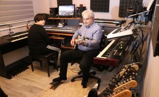 (Özel) Otizmli kızının tedavisi için evini müzik stüdyosuna çevirdi