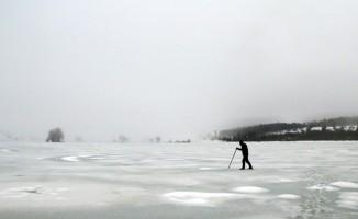 Uludağ'ın eteğinde muhteşem güzellik...Buz tutan göletin üzerinde metrelerce yürüdü