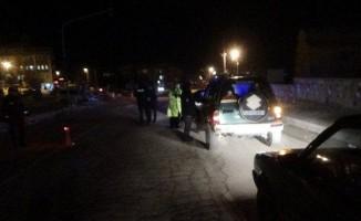 Polis uygulamasında aranan 2 kişi yakalandı