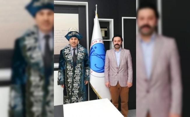 Rektör Karacoşkun'a Kazakistan'ın Geleneksel Kıyafeti Şapan Hediye Edildi