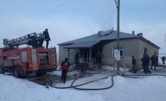 Saray'da ev yangını