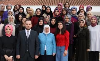 Semiha Yıldırım, Genç Kadınlar Maarifi programının kapanış törenine katıldı