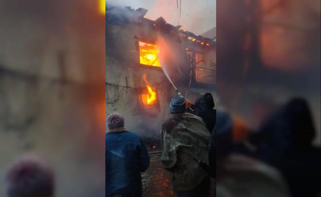 Simav'da ev yangını