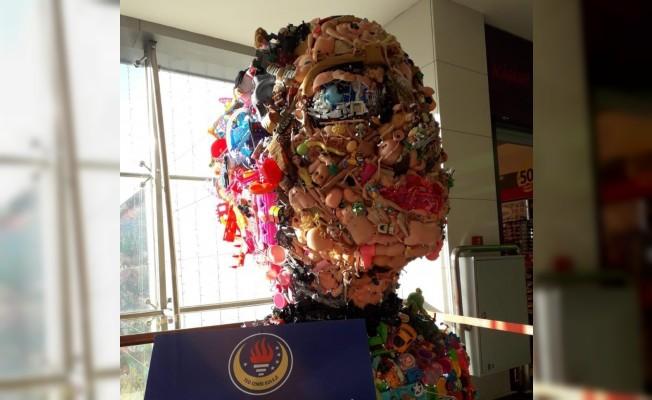 TED İzmir öğrencileri, eski oyuncaklarını sanata dönüştürüyor