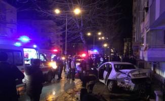 Trafik kazasında otomobile sıkışan sürücü kurtarıldı