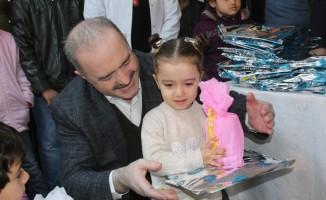 Tuşba'da minik öğrencilerin karne sevinci