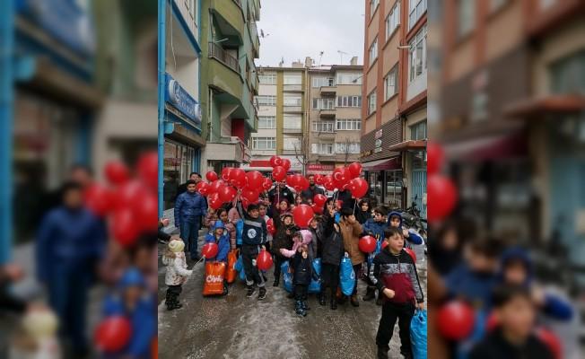 Ülkü Ocaklarından 100 çocuğa mont hediyesi