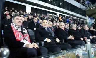 Ümraniye Belediye Başkanı Adayı Yıldırım'dan Ümraniyespor'a destek