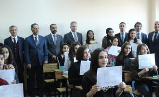 Vali Gül ve Tahmazoğlu Güzel Sanatlar Lisesi'nde karne dağıttı