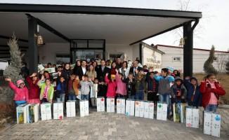 Van Büyükşehir Belediyesinden öğrencilere karne hediyesi