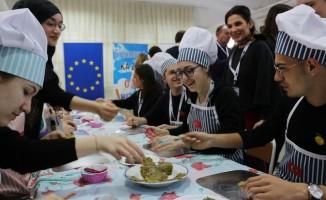 Yabancı öğrencilerin Türk yemekleri ile imtihanı