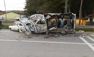 Yolcu otobüsü minibüse çarptı: 1 ölü, 1 yaralı