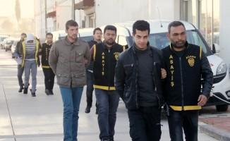 Yurda gitmek isteyen öğrencileri gasp eden 3 zanlı tutuklandı