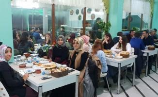 Ahlat'ta aday öğretmenler yemekte bir araya geldi