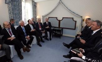 Akar, ABD Savunma Bakanı Shanahan ile görürştü