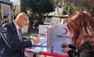 Akhisar Gençlik Merkezinden Türk Kızılayına destek