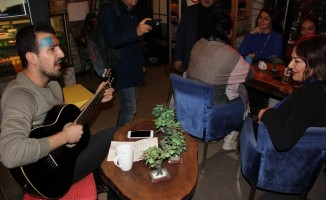 Amber Türkmen'e gençlerden tam destek