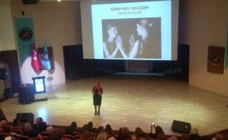 AÜ'de bireysel gelişim farkındalık semineri