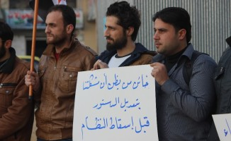 Azez'de, rejim bombardımanına karşıtı protesto