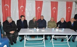 Bakan Akar'dan şehit ailesine ziyaret