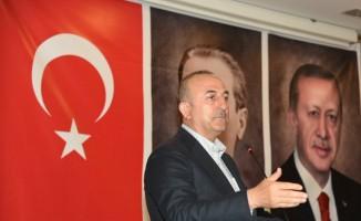 Bakan Çavuşoğlu, Kuşadası'nda turizmcilerle bir araya geldi