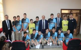 Balıklıçeşme Ortaokulu Hentbol Takımı ödüllendirildi