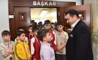Başkan Bakıcı güreş takımını Muğla'ya uğurladı