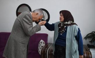 Başkan Günaydın'dan şehit annesine ziyaret