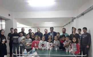 Başkan Yalçın, masa tenisi kursu öğrencileriyle bir araya geldi