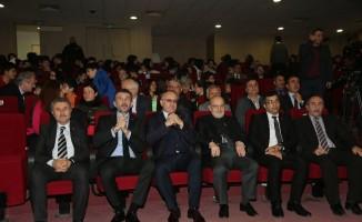 Beykoz Kaymakamı Ahmet Katırcı ve Beykoz Belediye Başkanı Yücel Çelikbilek, genç sporculara ödüllerini verdi
