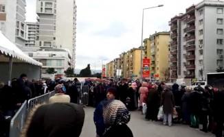 Bursa'da ucuz sebze satışı başladı, ürünler kapışıldı